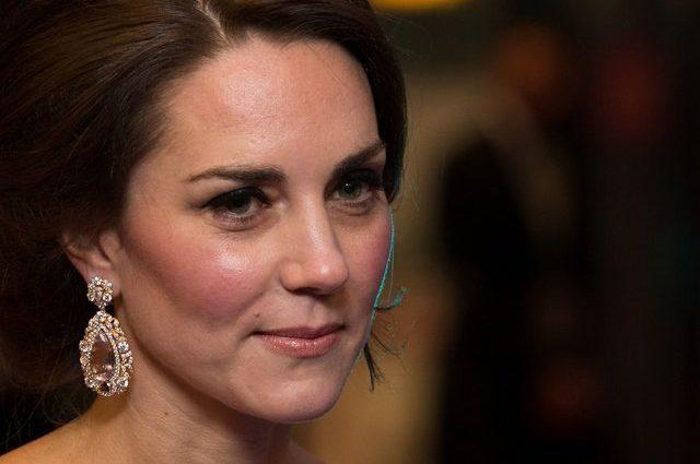Просто ваав: Кейт Миддлтон блистала на красной дорожке в стильной платья от Alexander McQueen