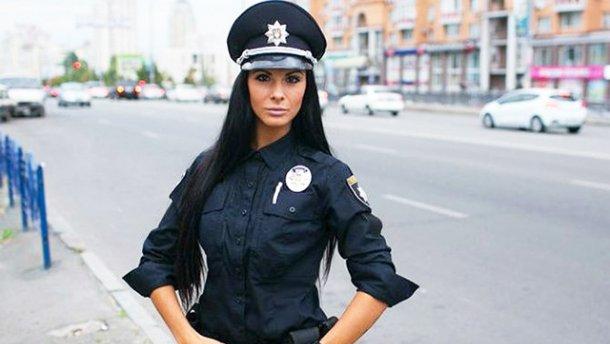 Самая привлекательная полицейская Киева показала свой брутальный День влюбленных
