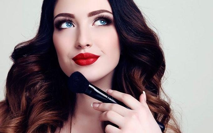 Будьте непревзойденной: как правильно создать дневной и вечерний макияж