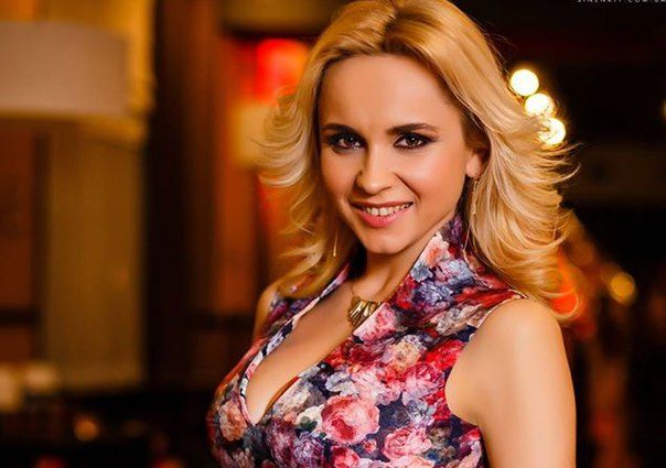 Как в Анфисы Чеховой: развратная Лилия Ребрик обнажила свою пышную грудь в облегающем образе (ФОТО)