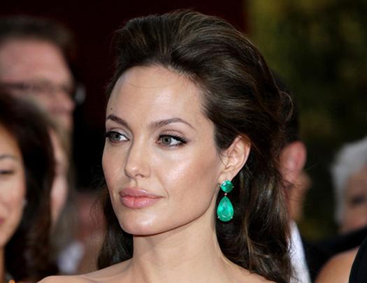 В это трудно поверить: у Анджелины Джоли появился новый любовник. Вы будете в шоке от ее выбора