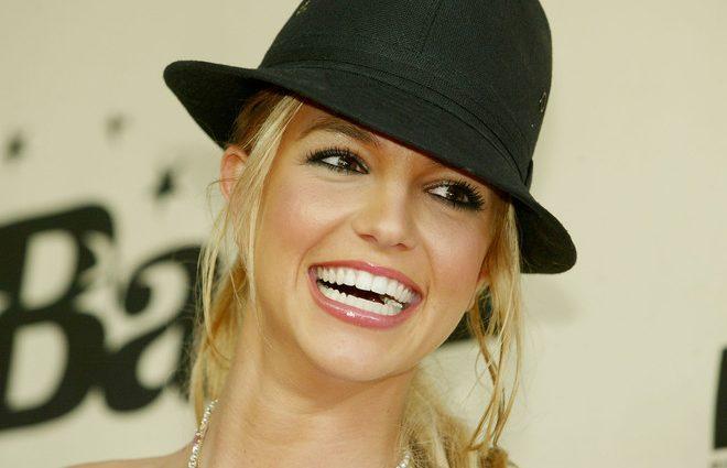 Вав, это что за друг! Бритни Спирс впервые вышла в свет с новым бойфрендом — фаната разочарованы