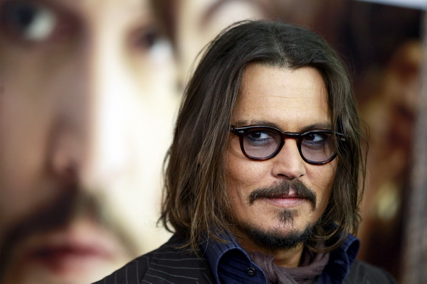 """Cast member Johnny Depp arrives for the premiere of """"The Tourist"""" in New York December 6, 2010. REUTERS/Lucas Jackson (UNITED STATES - Tags: ENTERTAINMENT)"""