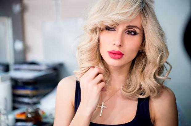 Светлана Лобода показала голую грудь на обложке журнала (ФОТО)