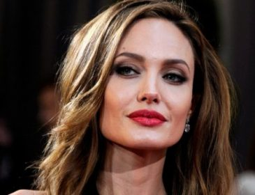 Таинственный незнакомец: Анджелина Джоли замечена с новым бойфрендом (ФОТО)