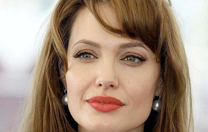Биологический отец старшего сына Джоли заявил о своих правах на него