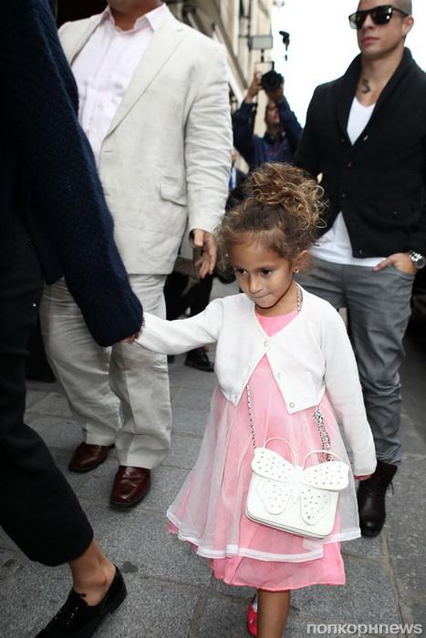N°104232           Paris/France            October 2nd, 2012 Non Exclusive Jennifer Lopez makes shopping in Paris with Maribel's daughter and Casper Smart's boyfriend   Maribel Emme (Jennifer Lopez & Marc Anthony's daughter);Casper Smart