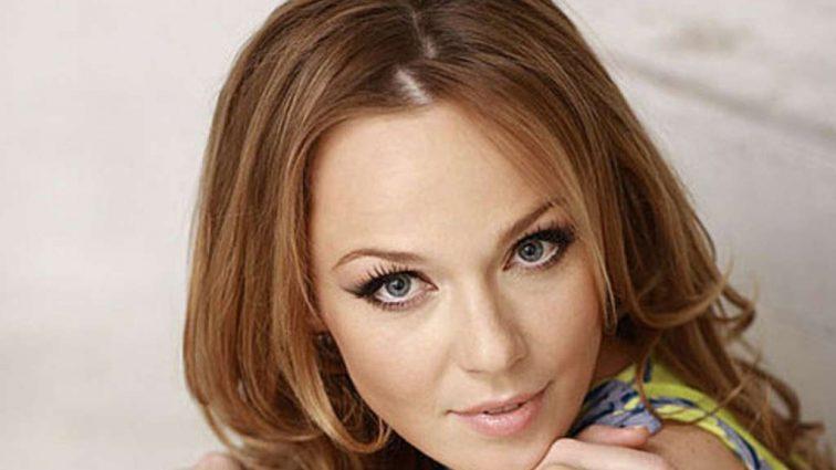 Альбина Джанабаева поразила своей внешностью