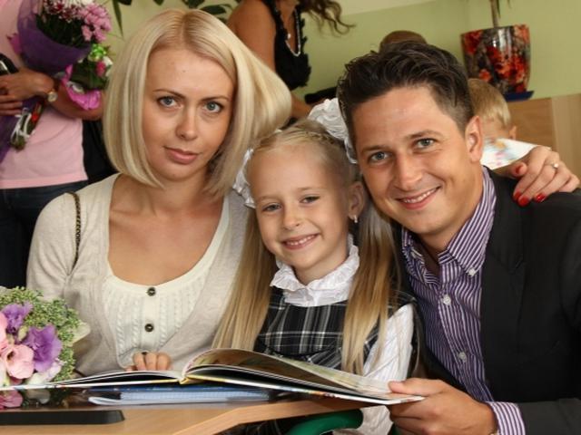 Педан с женой и дочкой