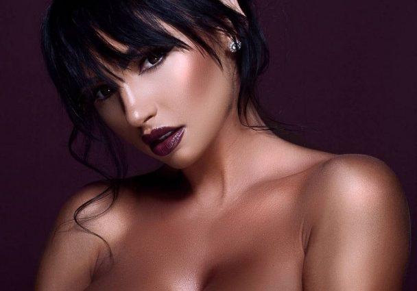 Украинская пышногрудая модель стала трендом в Instagram