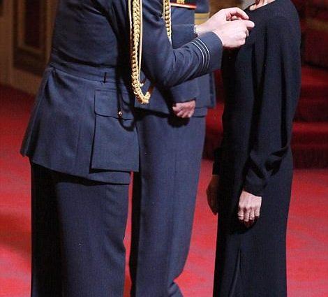 Тепер офіцер Британської імперії: Вікторія Бекхем отримала орден і пережила гучний скандал! В це важко повірити!