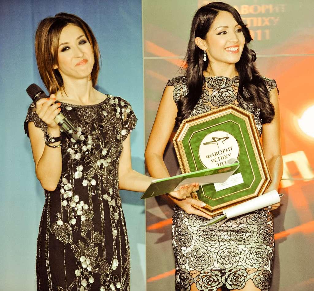 Alibi-hosts-of-IX-Favorites-of-Success-Awarding-Ceremony