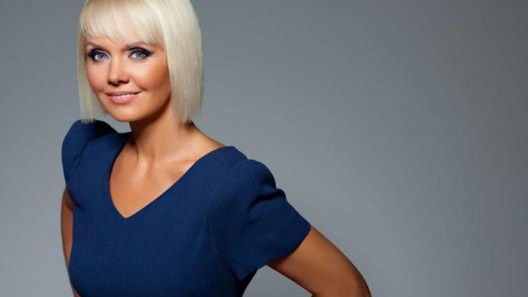 Курам на смех: певица Валерия пришла на свой день рождения в халате!!! Вы только посмотрите на нее