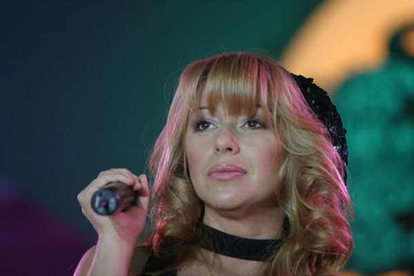 Певица Алена Апина показала себя без макияжа