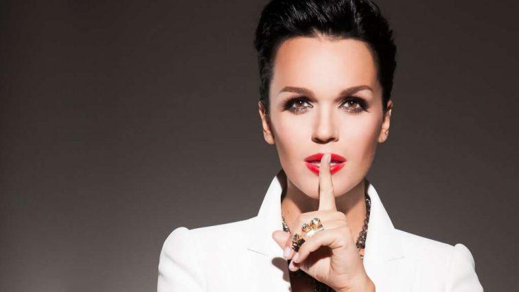 Певица Слава посетила модный показ и поразила своим ярким образом (ФОТО)