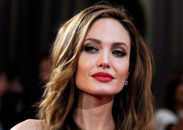 Людоньки, что вона утнула: Анджеліна Джолі привселюдно показала сосочки! (ФОТО 18+)