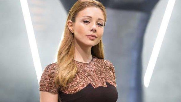 Секс-машина: Тина Кароль потрясла голой грудью и роскошными бедрами в откровенном наряде