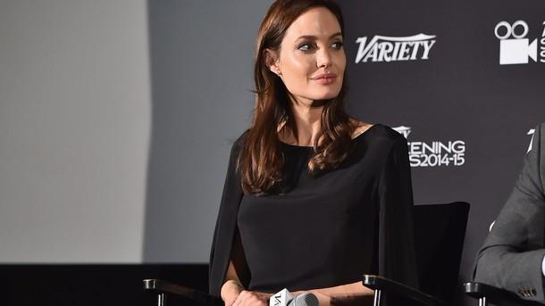 За нее стоит волноваться? Анджелина Джоли рассказала, что разговаривает с мертвой …. Мороз по телу!