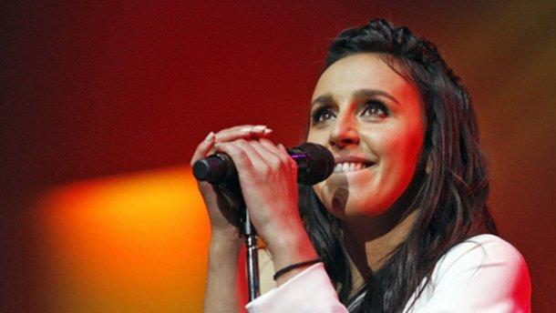 Во время выступления Джамалы на Евровидении-2017 фанат показал голые ягодицы: фото и видео