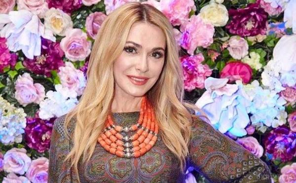 Вот она украинская красота!!! Ольга Сумская захватила своим молодым видом в стильном наряде