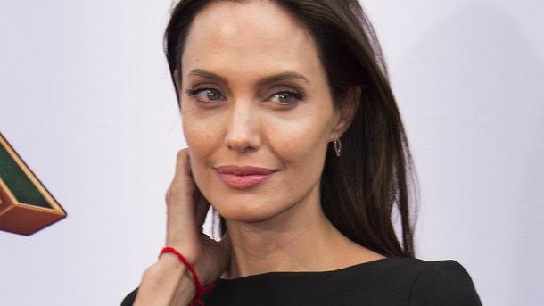 Он разбил ей сердце: Анджелина Джоли откровенно рассказала о своих страданиях! Запаситесь носовыми платками!