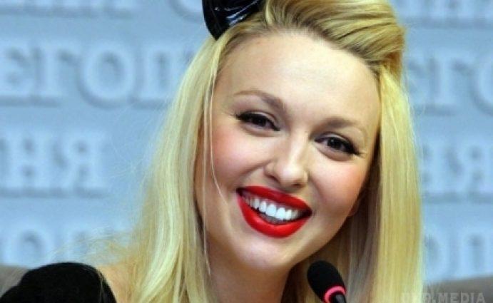 Она точно их мама? Оля Полякова показала дочерей-красавиц! Вы только посмотрите на них (ФОТО)