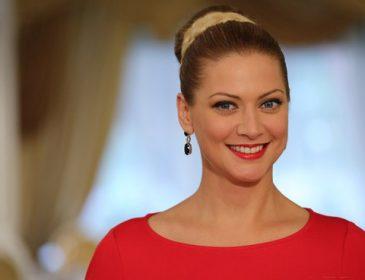 Ей только ворон на огороде пугать: Татьяна Литвинова не на шутку напугала фанатов своим нарядом