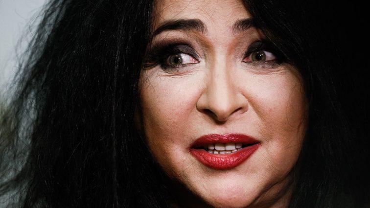 Страх Божий вышел на сцену: Лолита шокировала Баку своим вульгарным костюмом