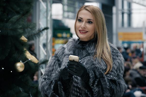 Она идеальная!!! Ольга Сумская свалила всех наповал своим лицом, вы только посмотрите на нее
