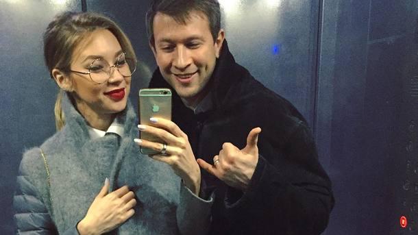 Стыда совсем нет!!! Жена Дмитрия Ступки ходит с голой грудью у дочери на глазах на отдыхе в Карпатах