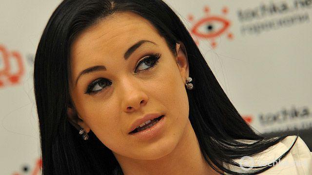 Разлеглась! Мария Яремчук ошеломила розкошными формами в бикини. (ФОТО)