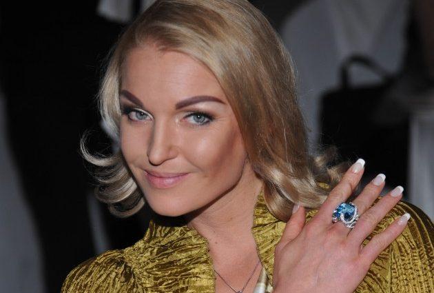 Что с ней??? Анастасия Волочкова шокировала отсутствием талии, аномалия или неудачная пластика?