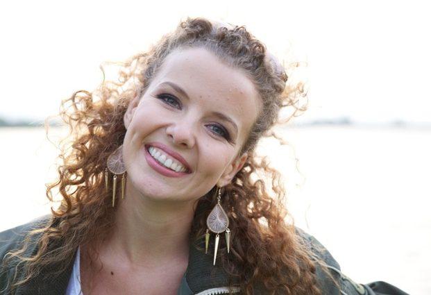 кудрявый ангелочек:  Инна Цимбалюк впервые показала подросшую дочь, вы упадете от этой красоты