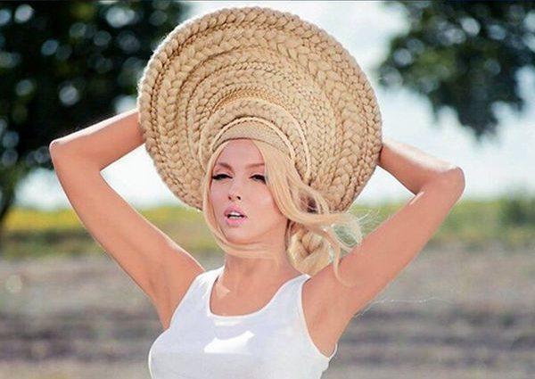 «Задрала ноги до потолка»: Полякова шокировала поклонников пикантным снимком