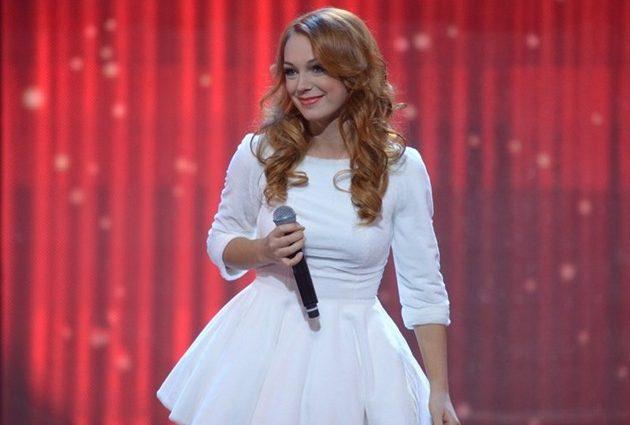 Как большая морковка: Светлана Тарабарова изменила имидж и показала свои голенькие длинные ноги