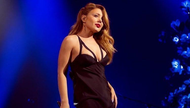Она такое на сцене вытворяла! Тина Кароль вышла на сцену в прозрачном платье и засветила роскошным бельйом