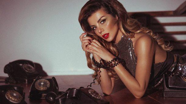 Роскошная женщина!!! Анна Седокова поразила красотой в летнем платье