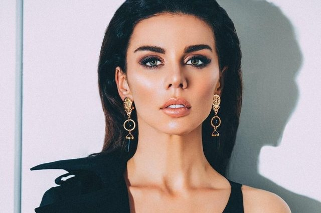 Ее трудно узнать!!! Анна Седокова поразила поклонников лицом без макияжа и огромным букетом