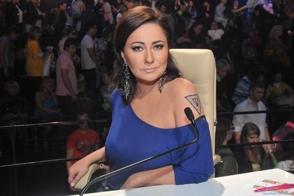 Что у нее с лицом? Елена Мозговая показала шокирующие фото с отдыха в Албании