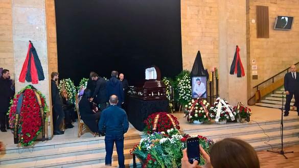 «Такого ажиотажа мы не помним…»: На церемонию прощания с Марьяновым выстроились километровые очереди (ФОТО)