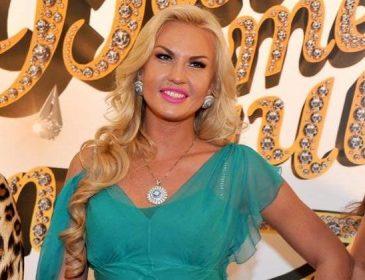 Камалия показала новое фото с дочерьми-близнецами, на кого они похожи?