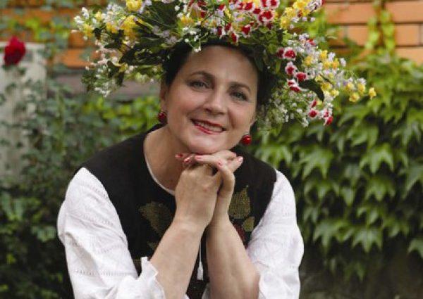 Нина Матвиенко в свои 70 занимается воздушной йогой (ФОТО)