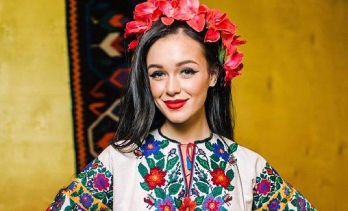 Мария Яремчук похвасталась дизайнерским нарядом