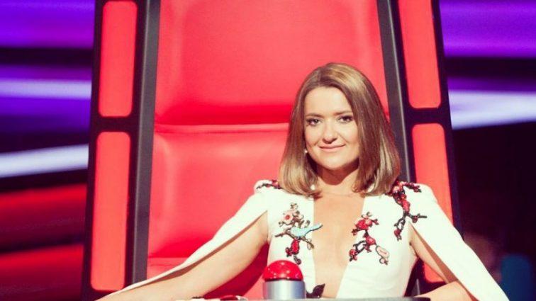 Наталья Могилевская ошеломила эффектным платьем с обнаженной спиной