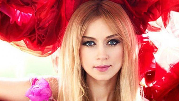 «Божественная красота!»: Наталья Валевская поразила невероятно пикантной платьем красного цвета