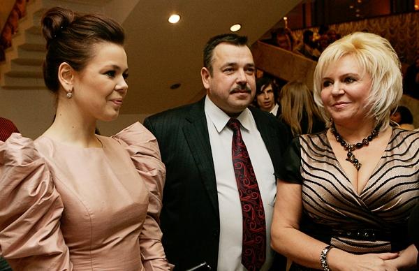 Ирина Билык и Павел Зибров стали крестными родителями младшего брата Алины Гросу: опубликованы первые фото