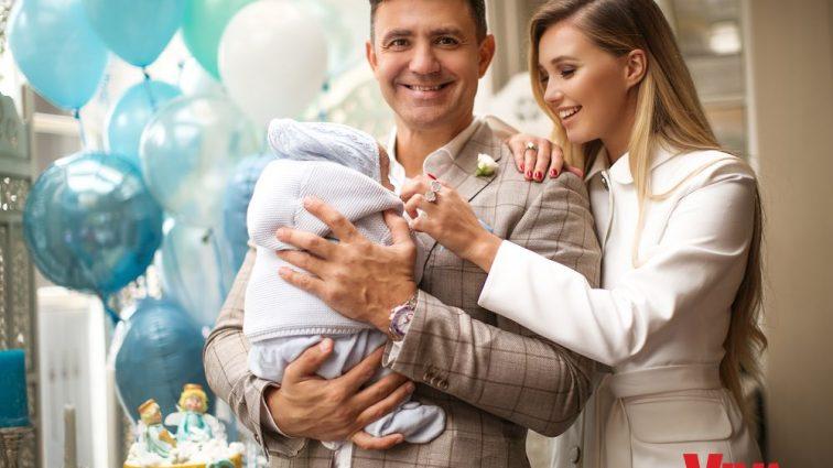 Исследует папу: Тищенко показал милые фото со своим маленьким сыном