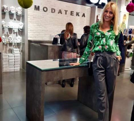 Леся Никитюк поразила поклонников стильным аутфитом с высокими брюками