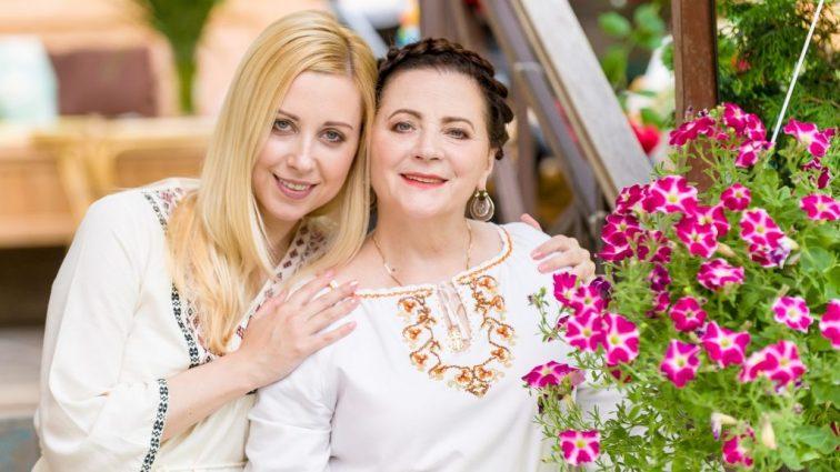 Тоня Матвиенко показала новое фото со своей мамой