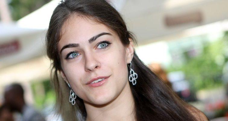 «Подчеркнула бюст…»: Собко показала фото в эффектном красном платье